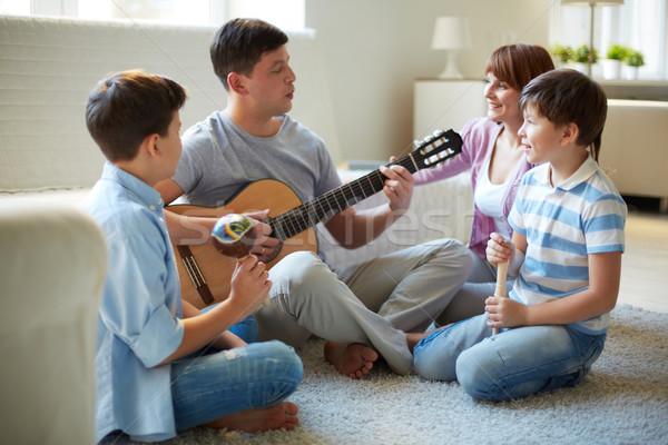 Musical családi portré jóképű testvérek apa játszik Stock fotó © pressmaster