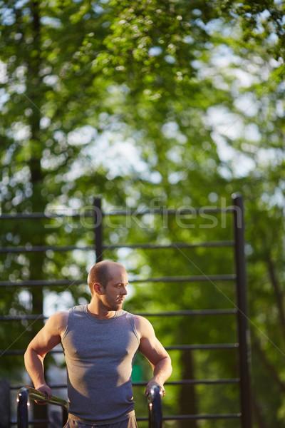 Opleiding sport jonge man uitrusting buiten man Stockfoto © pressmaster
