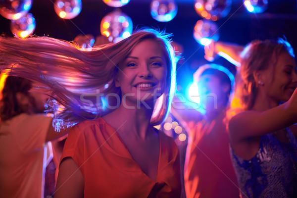Feliz bailarín alegre femenino mirando cámara Foto stock © pressmaster