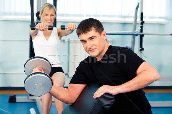 Сток-фото: сильный · человека · веса · женщину · гантели