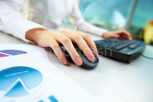 Meşgul çalışma görüntü kadın eller itme Stok fotoğraf © pressmaster