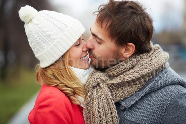 Gyengédség kép szeretetteljes pár csók kívül Stock fotó © pressmaster