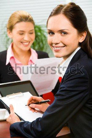 Stock fotó: Csapatmunka · portré · üzletember · üzletasszony · ül · asztal