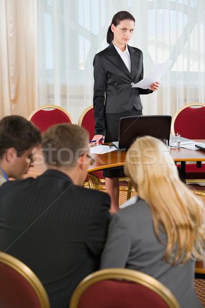 презентация портрет деловой женщины речи конференц-зал бизнеса Сток-фото © pressmaster