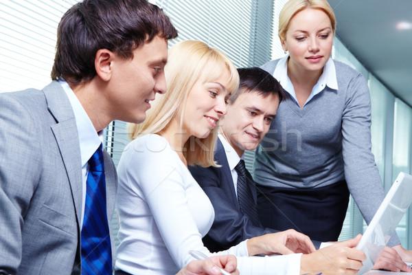 Stockfoto: Vergadering · vier · zakenlieden · werken · business · computer