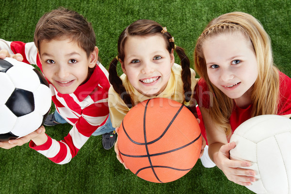 Boldog barátok kép fű golyók néz Stock fotó © pressmaster