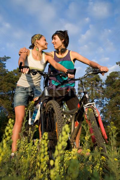 Pillanat gyengédség pár biciklik vidék forró Stock fotó © pressmaster