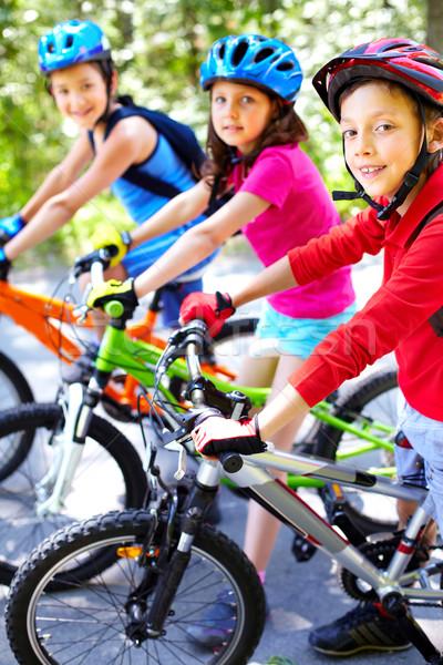 Fiatalos csapat portré három aranyos biciklisták Stock fotó © pressmaster