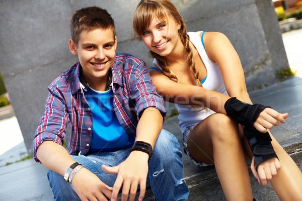 молодой пару счастливым подростков глядя камеры Сток-фото © pressmaster