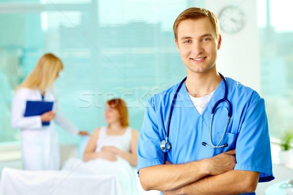 Foto stock: Bem · sucedido · médico · retrato · médico · do · sexo · masculino · olhando · câmera