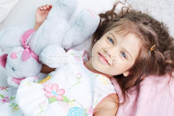 Niewinny dziewczyna portret patrząc kamery zabawki Zdjęcia stock © pressmaster