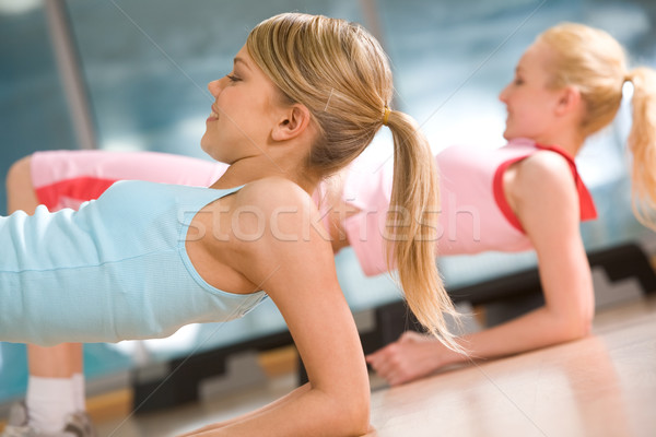 Permanent image fille exercice femme Photo stock © pressmaster
