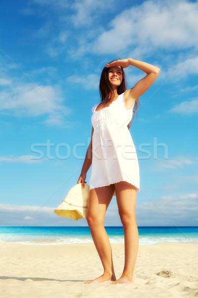 Stok fotoğraf: Kız · plaj · görüntü · kadın · beyaz · elbise · ayakta