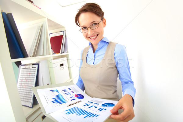 Fehérgalléros munkás portré elegáns üzletasszony néz Stock fotó © pressmaster