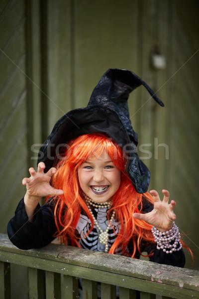 Przerażający portret halloween dziewczyna patrząc kamery Zdjęcia stock © pressmaster