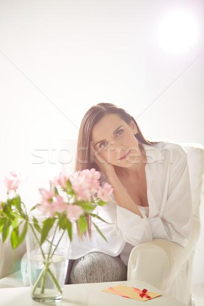 Spokojny portret kobiety pani relaks fotel domu Zdjęcia stock © pressmaster