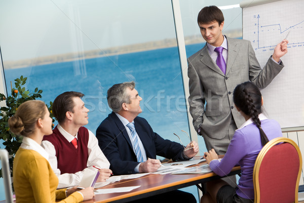 プレゼンテーション 小さな ビジネスマン 立って ボード ポインティング ストックフォト © pressmaster