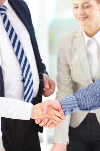 Vertrouwen foto handdruk ondertekening contract Stockfoto © pressmaster