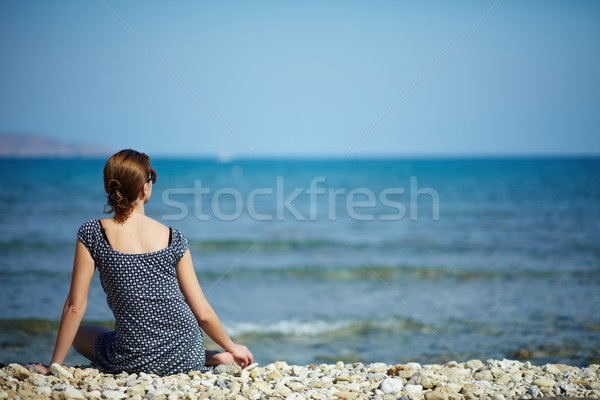 Paisible moments jeune femme séance plage regarder Photo stock © pressmaster