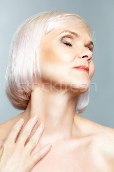 Nu senhora artístico tiro mulher madura olhando Foto stock © pressmaster