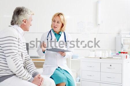 Orvosi konzultáció orvos mér vérnyomás beteg Stock fotó © pressmaster