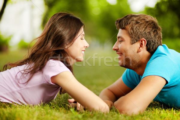 Lachend gezicht gezicht valentijnsdag gras glimlachend Stockfoto © pressmaster