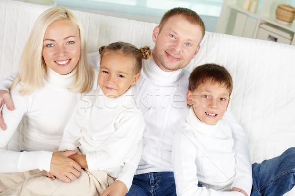 Famiglia ritratto famiglia felice bianco guardando fotocamera Foto d'archivio © pressmaster