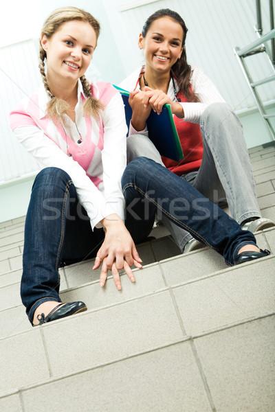 Foto stock: Amigos · foto · dois · meninas · sessão · escada