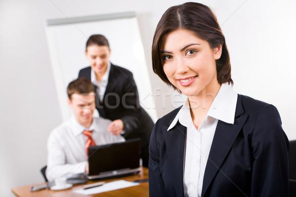 Trabalhador retrato bastante cabelo castanho escritório Foto stock © pressmaster