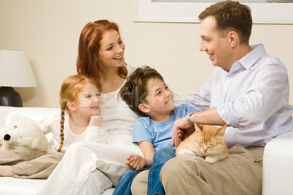 Sıcak atmosfer dostça aile oturma rahat Stok fotoğraf © pressmaster
