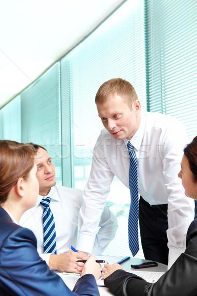 Toelichting idee afbeelding mensen naar smart Stockfoto © pressmaster