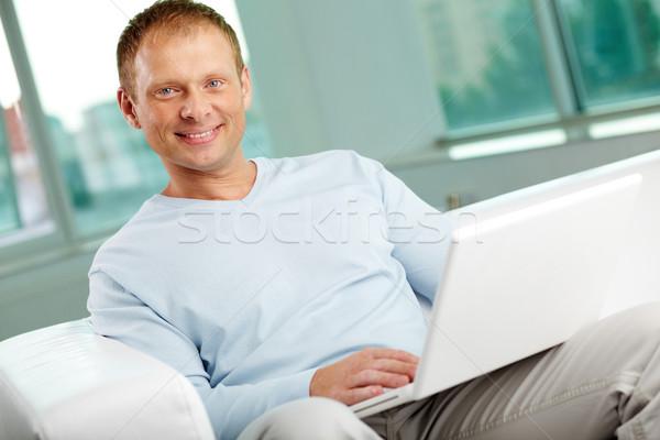 Hombre portátil retrato sesión oficina negocios Foto stock © pressmaster