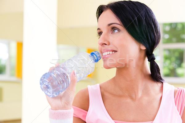 Siłowni dość dziewczyna butelki Zdjęcia stock © pressmaster