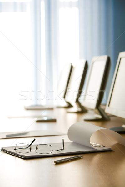 Munkahely kép papír szemüveg toll technológia Stock fotó © pressmaster