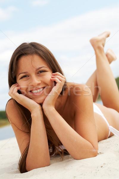 Plaży obraz kobiet biały bikini patrząc Zdjęcia stock © pressmaster