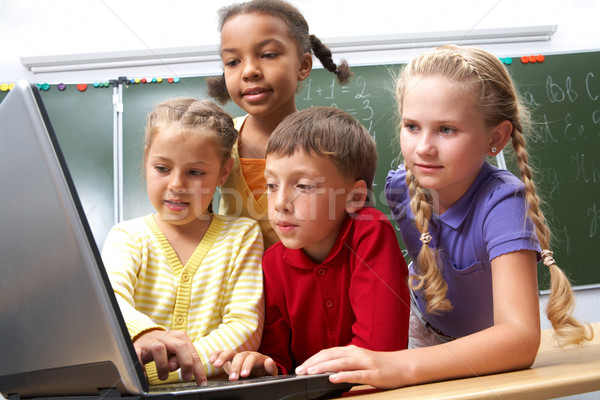 Computador trabalhar retrato inteligente alunas estudante Foto stock © pressmaster