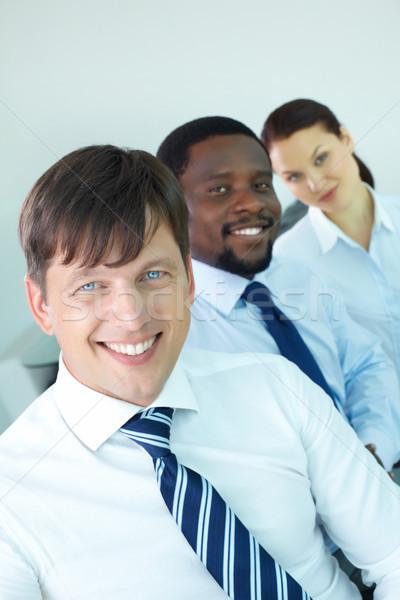 Foto stock: Bem · sucedido · líder · retrato · moderno · equipe · de · negócios · olhando