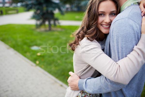 幸福 快樂的女孩 男朋友 看 相機 商業照片 © pressmaster
