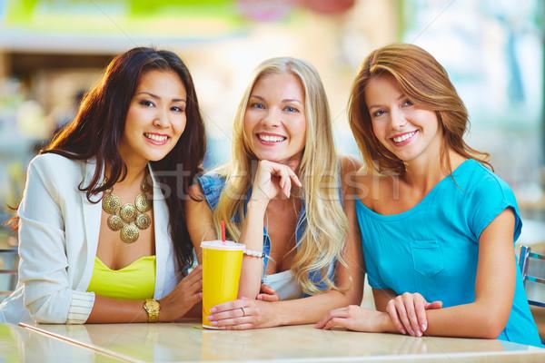 Сток-фото: счастливым · время · портрет · три · девочек · глядя