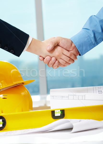 Wiele obraz handshake pracowników podział kaski Zdjęcia stock © pressmaster