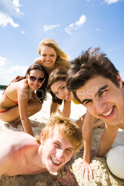 Vrienden foto vriendelijk tieners naar camera Stockfoto © pressmaster