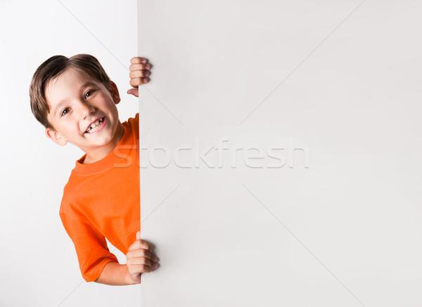 Diversión imagen riendo chico mirando detrás Foto stock © pressmaster
