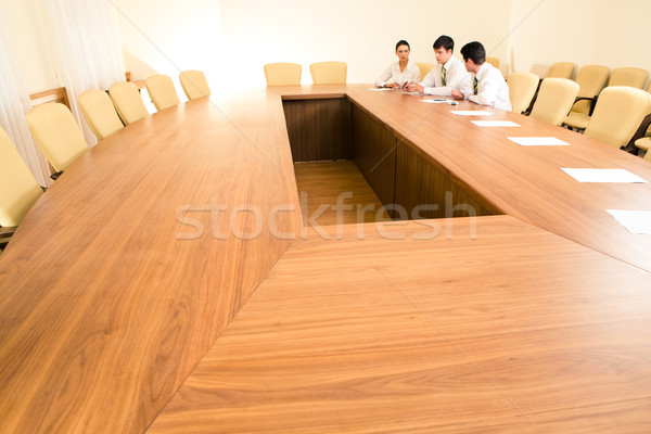 Boardroom photo gens d'affaires séance table Photo stock © pressmaster