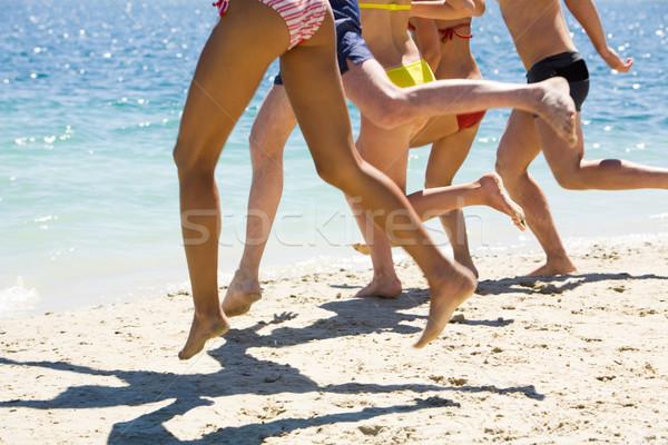 Ejecutar agua piernas amigos playa de arena verano Foto stock © pressmaster
