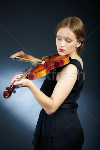 Szykowny wydajność portret przepiękny młodych kobiet Zdjęcia stock © pressmaster