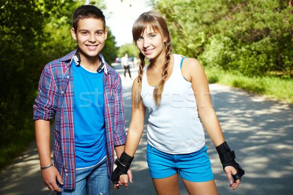 Giovanile date Coppia felice ragazzi guardando Foto d'archivio © pressmaster