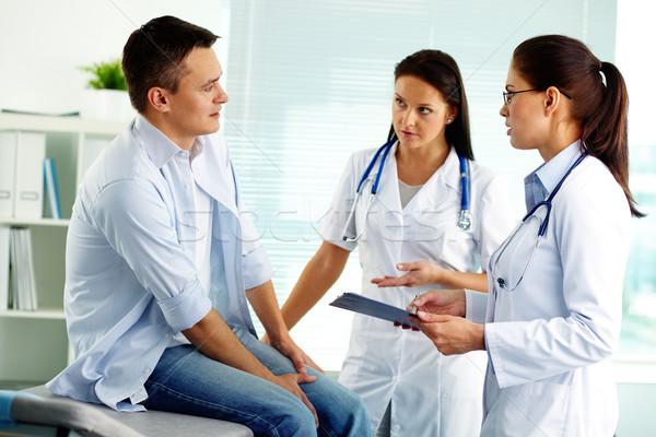 Médicos consulta retrato femenino médicos consulta Foto stock © pressmaster