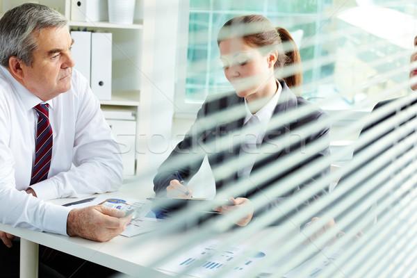 Ofis işleri olgun işadamı arkadaşları çalışma toplantı Stok fotoğraf © pressmaster
