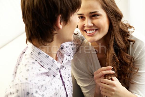 Bliskość młodych ludzi uśmiechnięty kobieta osoby Zdjęcia stock © pressmaster