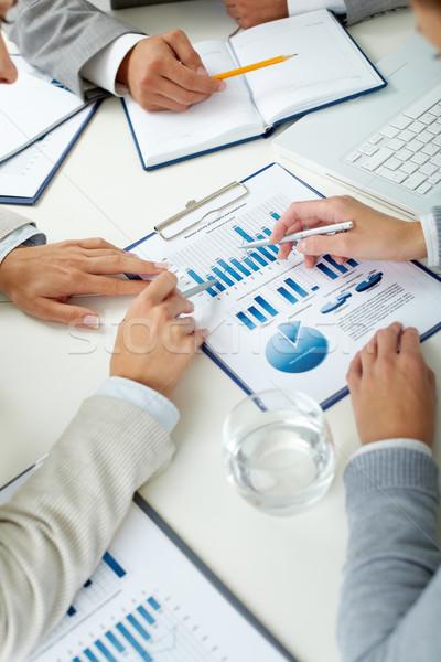 Stock fotó: Közgazdaságtan · tanulás · kép · emberi · kezek · tollak